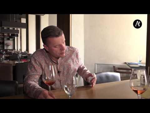 """Леонид Парфенов рассказывает о """"Намедни в караоке"""" и напевает польскую песню"""