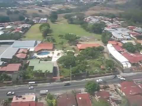 COSTA RICA, VISTA AEREA ANTES DE ATERRIZAJE EN AEROPUERTO JUAN SANTAMARIA