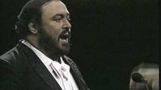 Luciano Pavarotti Video - Luciano Pavarotti. 1987. O sole mio. Madison Square Garden. New York
