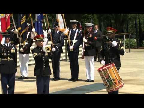 Raw Video: Obama Lays Wreath on Memorial Day