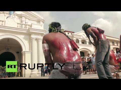 Philippines: Catholic devotees re-enact Passion of the Christ *GRAPHIC*