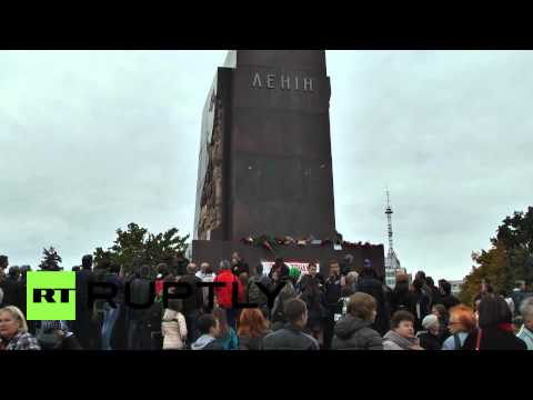 Ukraine: Kharkov citizens mourn toppled Lenin monument