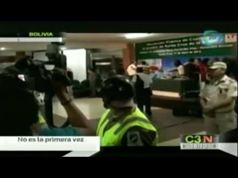 Percy Fernández, alcalde de Bolivia, manosea en público a una periodista