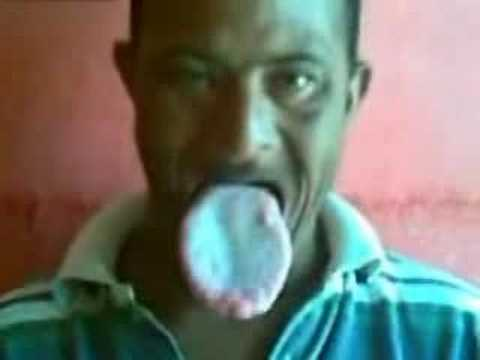 Man with FREKISHLY HUGE TONGUE Video