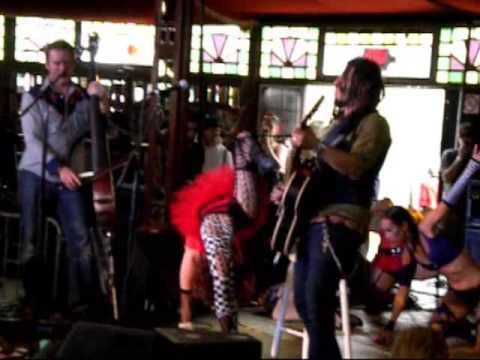 Girls dancing to Eric McFadden 3, San Francisco Outside Lands Festival 2009