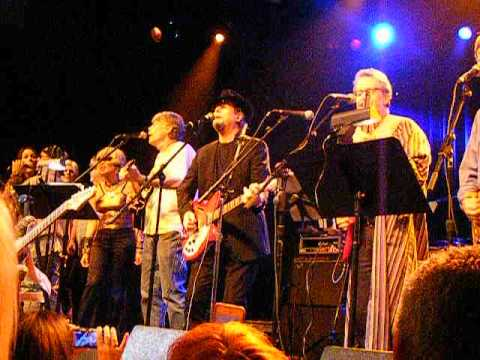 Roger McGuinn singing The Byrds'
