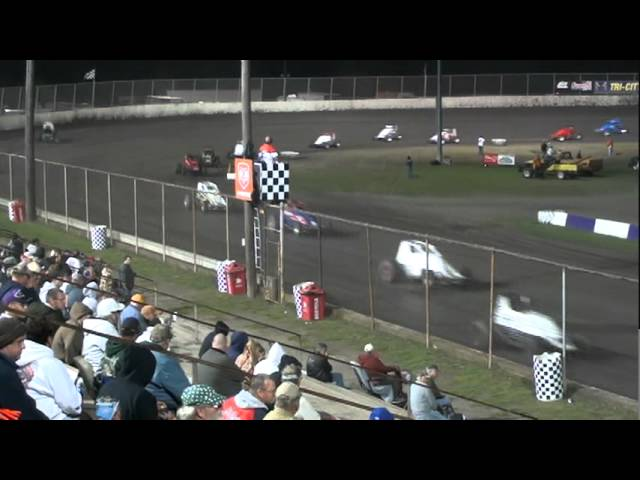 USAC Sprint A-main (Last half) at Tri-City Speedway, IL - 10-6-11.mpg