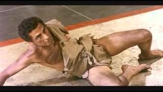 يوسف شاهين في مشهد نادر من فيلم ابن سبارتاكوس 1962