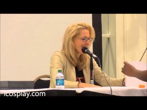 FandomFest 2013 Gillian Anderson panel part 1