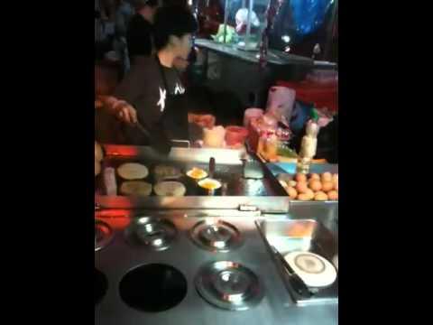 バンコク ナナプラザ前のハンバーガー  burgar shop in Nana Plaza