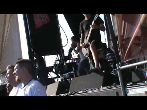 Underoath - Desperate Times, Desperate Measures - Calgary Warped Tour 2009 (HQ)
