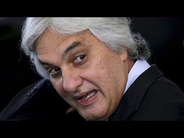 Le chef du groupe sénatorial au pouvoir au Brésil interpellé dans l'affaire Petrobras