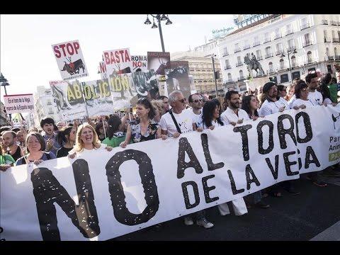 Miles de personas piden en Madrid la abolición del Toro de la Vega