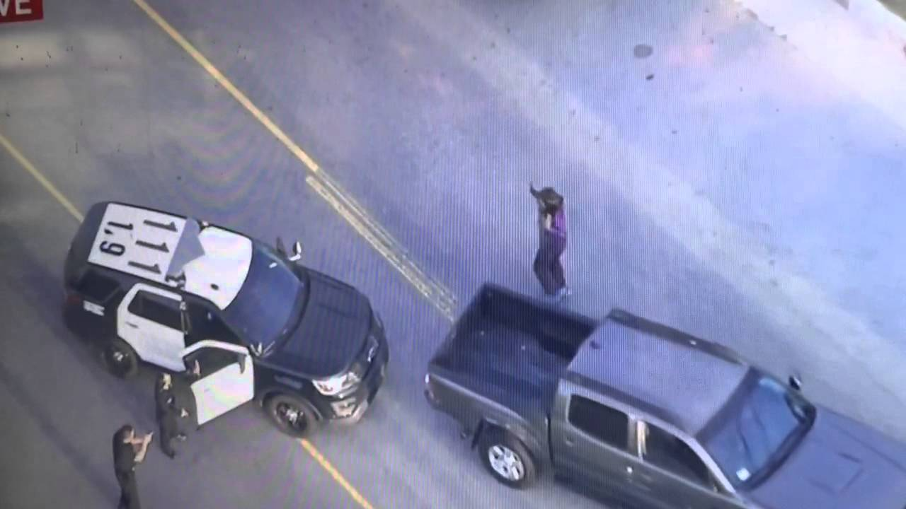 [LAPD Car Chase Has Twist Ending That Gets The Crowd Cheering] Video