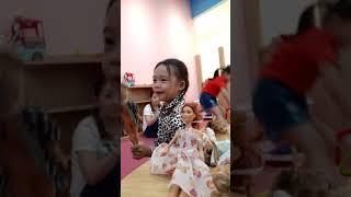 BÉ NA CHĂM SÓC BÚP BÊ BABY ALIVE DOLL đồ chơi sohpkins mới của KN Channel