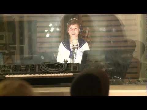 I desember 2011 synger Sølvguttene DNBs kontofon. God jul!