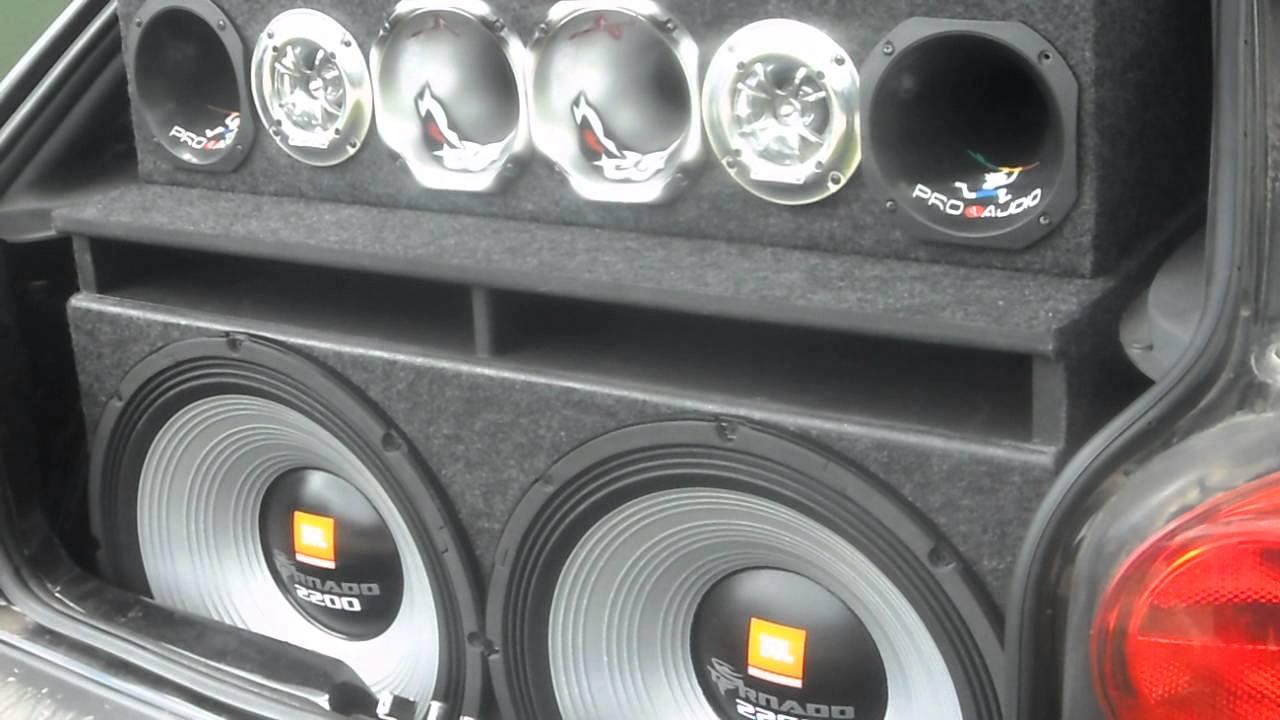 SOM AUTOMOTIVO 2 TORNADO DE 18 TOCANDO MUITO GRAVE - YouTube