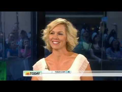 "Jennie Garth Talks New Show and Divorce from Peter on the ""Today"" Show"