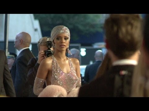 Rihanna brilha nas transparências