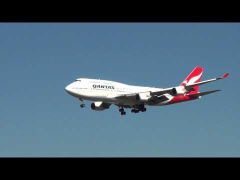 Qantas Airlines B747-400 landing I Sydney Airport