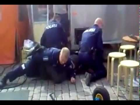 4 policiers contre un geant de 2m Music Videos