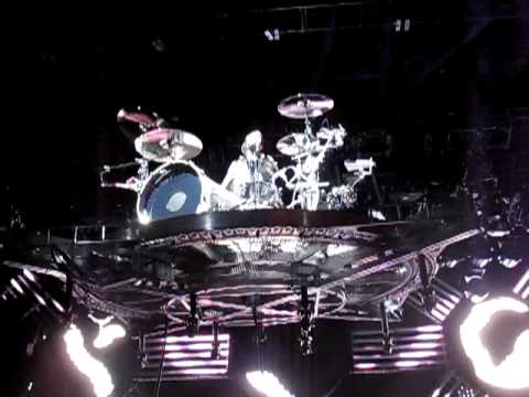 Blink 182-travis Barker Flying Drum Solo Wisconsin  8 4 09 Best Quality video