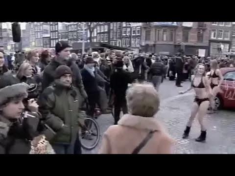 chicas en bikini bailando sexy ritmo helando