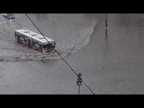 Потоп после дождя Новосибирск МЖК 18.07.2016  №4