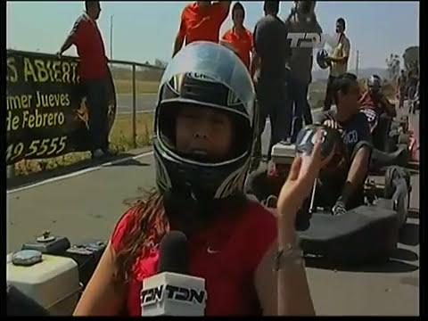 Chapis en los Go Karts Roadshow Guadalajara entrevistando a Toño Pérez. TDN el 26 de febrero de 2011