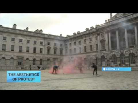 Smoke bombs in London: Exploring the aesthetic of protest