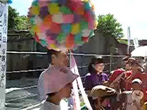 日本平動物園 ホッキョクグマ公開式 くず玉割り Nihondaira Zoo