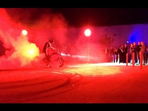 BMW S1000R 2014 Burnout Show & Sound *Mobilephone-Cam*