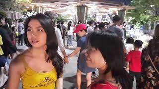 Việt Kiều Mỹ cười như cá gặp nước khi được Về Việt Nam ăn Tết ở Sài Gòn