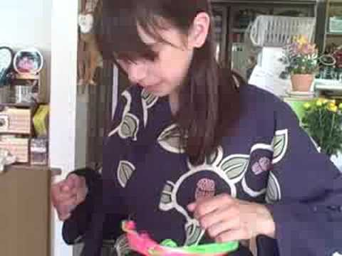 Putting On A Yukata - My Hostfamily Mom - Japan video