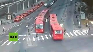 Los peligros de cruzar la calle sin mirar a ambos lados