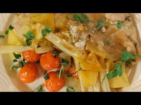 Запеченная куриная грудка с фенхелем, сельдереем и ананасом. Рецепт от шеф-повара.