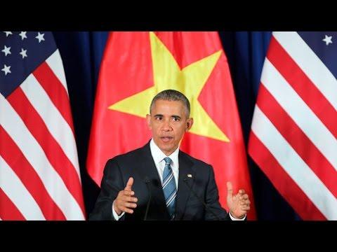 Tổng thống Mỹ Barack Obama đang phát biểu tại Trung tâm Hội nghị quốc gia Mỹ Đình