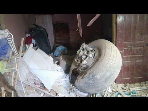 Грузовой самолет упал на поселок