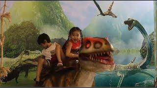 Stin Dâu - Đi siêu thị cưỡi khủng long - Go to the supermarket and riding the Dinosaur