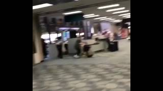 Fuertes imágenes tras el tiroteo dentro del aeropuerto de #FortLauderdale #Florida