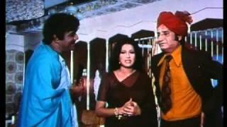 Sabse Bada Rupaiya - Niklo Yahase - Moushumi Chatterjee & Mehmood - Bollywood Hit Scenes
