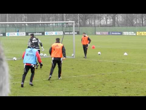 Training Ajax 28 02 2012 met Frank de Boer