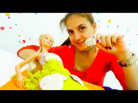 Куклы Барби собираются на пляж. Видео для детей