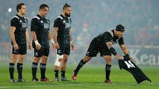 Maori All Blacks pay tribute to Anthony Foley during Haka