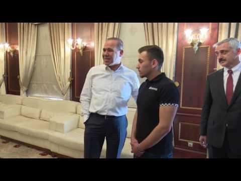 YGSye geç kalan  Mehmet Karaya Başkan Hüseyin S...
