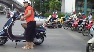 Xem cảnh tai nạn xe đạp điện cùng ô tô con
