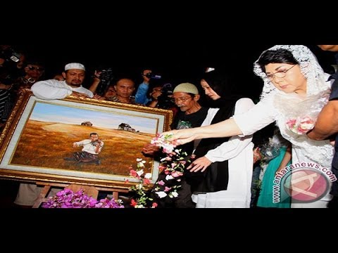 Musisi dan Selebritis Tumpah Ruah di Pemakaman Idris Sardi