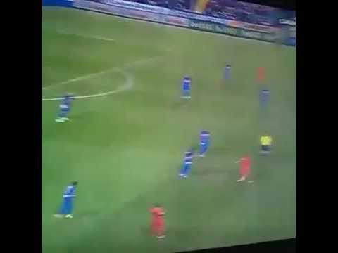 Neymar Jr pulls of incredible sombrero skill vs Levante - 24/09/2014