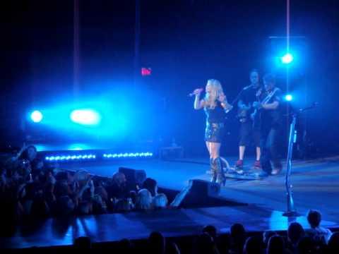 """Miranda Lambert- """"Dead Flowers"""" @ UNO Lakefront Arena"""