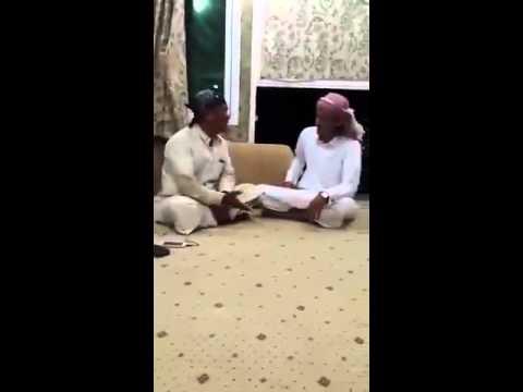 سعودي يعلم هندي القصايد